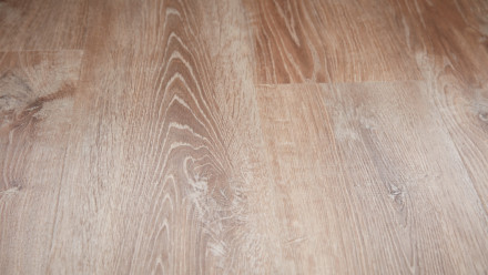 planeo Objekt Plus - Smoky Oak Gold Klick-Vinyl